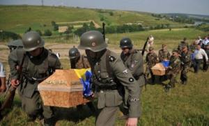 Ukraine : enterrement SS