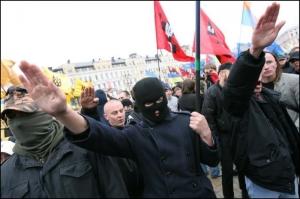 "ukraine : nazis ""pro-européens""."